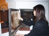 Pravidelné čištění krbové vložky či kamen s roštem - 109837 - čištění skla krbu